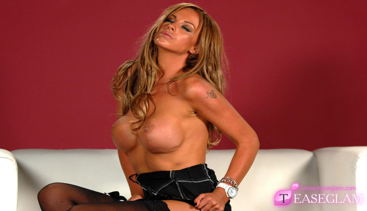 Ava Blue's sensational strip tease