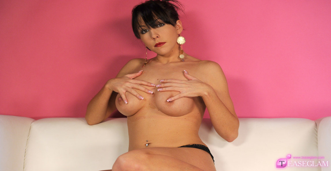 Nina Leigh shows off her glorious breasts for all to see..