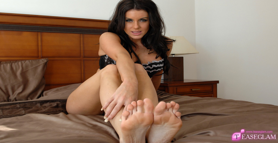 Fiona Graham has sexy silky feet